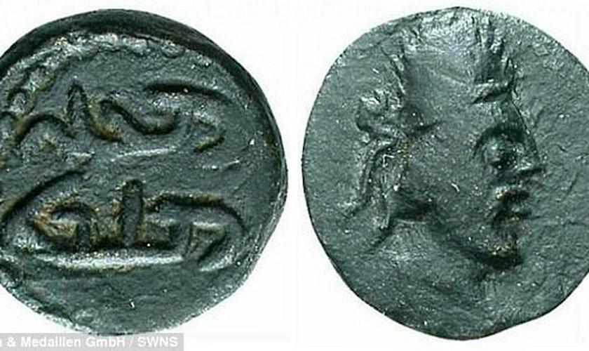 Historiador diz que moeda antiga comprova imagem do rosto de Jesus. (Foto: Reprodução/SWNS)