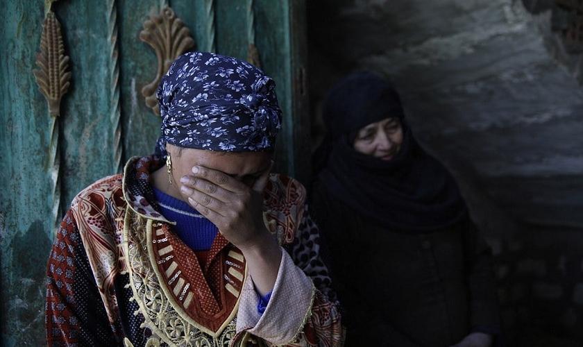 A esposa Fawzia Zakhar disse ao The Times que ela e seus filhos fugiram para outra cidade. (Foto: AP).