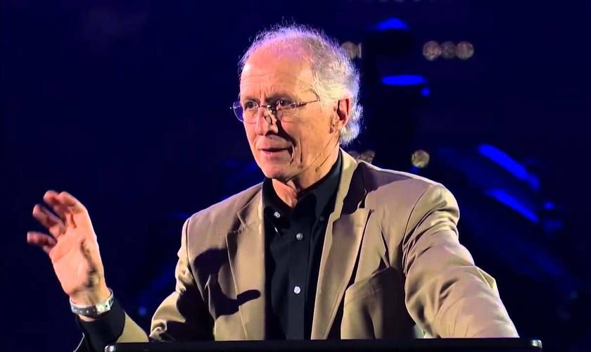 John Piper é pastor e professor da Escola de Teologia Bethlehem, nos EUA. (Imagem: Youtube)