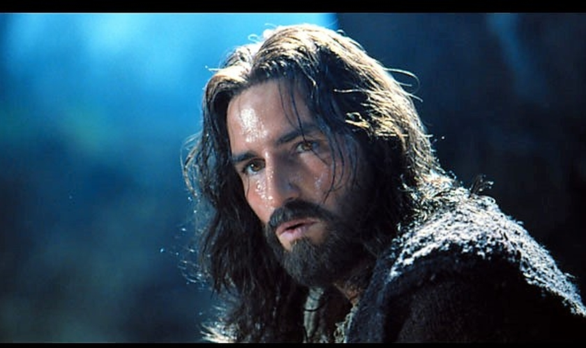 """Jim Caviezel fez o papel de Jesus no sucesso """"A Paixão de Cristo"""", de Mel Gibson. (Imagem: Youtube)"""