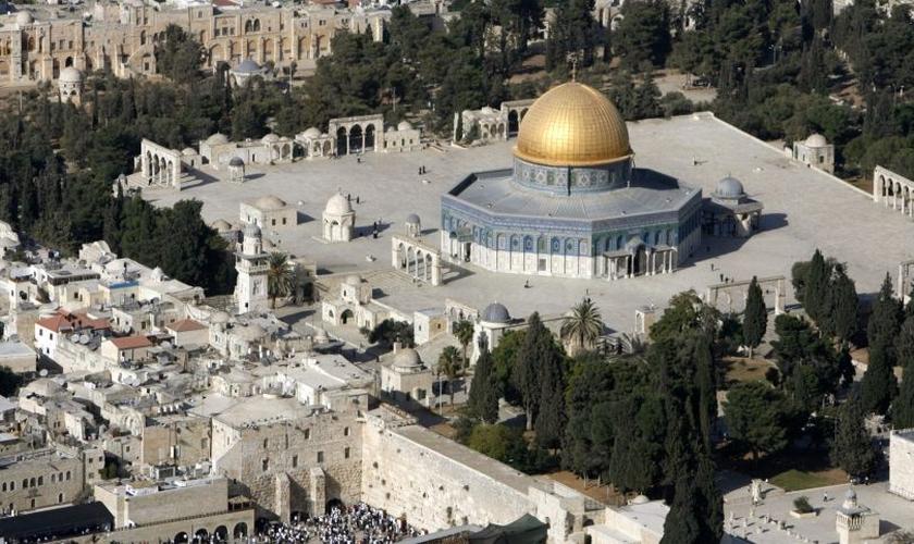 Vista aérea mostra Cúpula da Rocha, Monte do Templo e Muro das Lamentações na Cidade Velha de Jerusalém. (Foto: Reuters/Eliana Aponte)