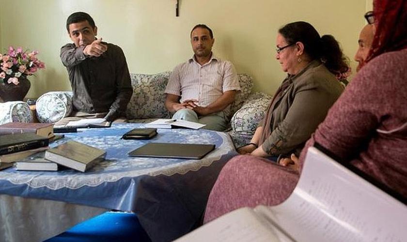 Cristãos que se converteram secretamente exigem direito de praticar sua fé, em Marrocos. (Foto: AFP)