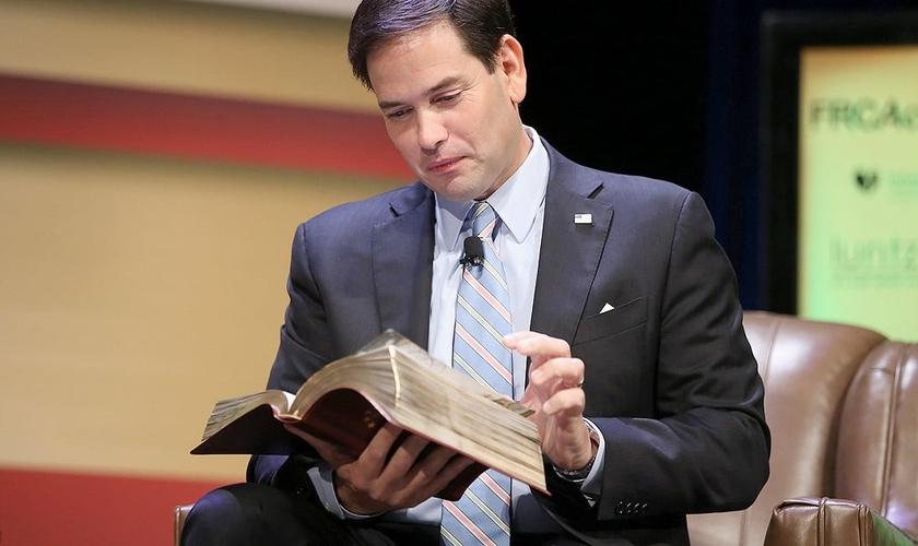 Marco Rubio é senador nos EUA e compartilha versículos bíblicos com frequência nas redes sociais. (Foto: Freedom Crossroads)