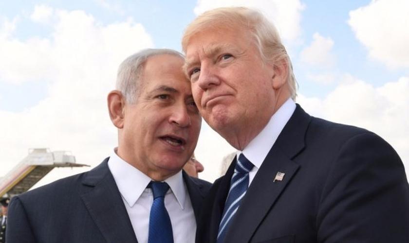 O primeiro-ministro israelense Benjamin Netanyahu e o presidente americano Donald Trump no Aeroporto Internacional Ben Gurion. (Foto: Koby Gideon/GPO)