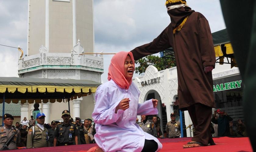 Os hindus têm regras rígidas que punem aqueles que deixam a religião por outra. (Foto: Reuters).