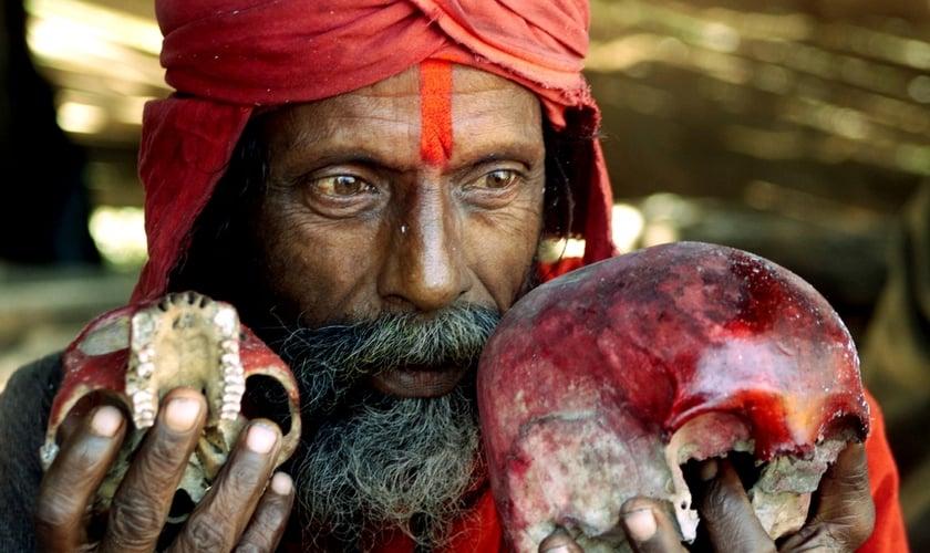 O ex-hindu continua sendo um influente líder comunitário e agora os moradores vêm a ele e perguntam por que ele se converteu a Jesus. (Foto: Reprodução).