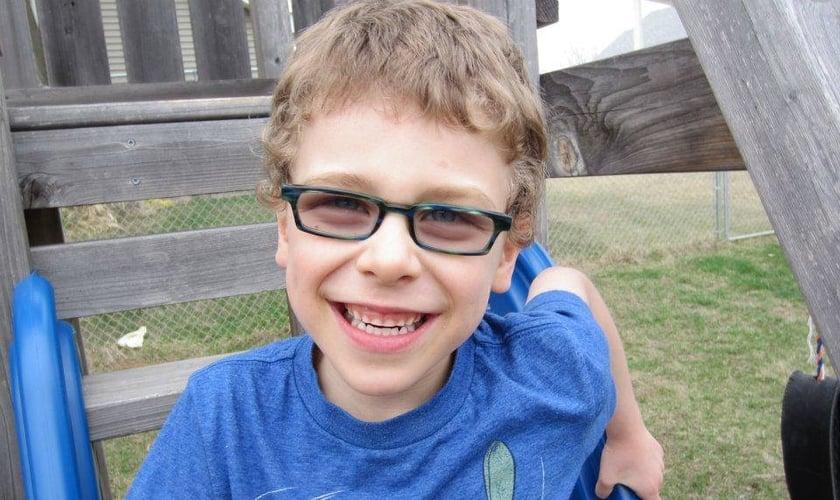 Josiah Cullen começou a falar aos 7 anos, com uma expressão sobre Deus. (Foto: Reprodução/Facebook)