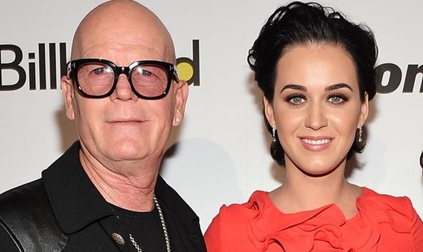 Pastor Keith Hudson (esquerda) ao lado de sua filha, a cantora pop Katy Perry. (Foto: Billboard)