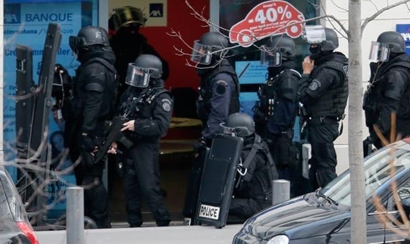Segundo um dos policiais que acompanhou a negociação, o sequestrador não teria qualquer ligação com organizações terroristas e sofre de transtornos psíquicos