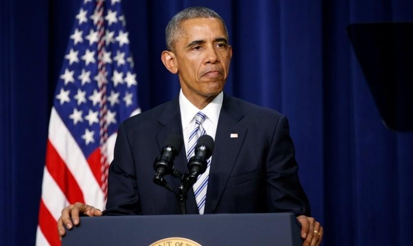 Presidente dos Estados Unidos, Barack Obama, faz uma pausa ao discursar na Cúpula da Casa Branca de Luta contra o Extremismo Violento em Washington. (Reuters/Kevin Lamarque)