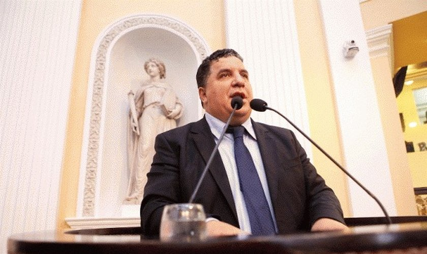 O deputado e pastor Cleiton Collins (PP) afirmou que a nova pasta da Secretaria de Desenvolvimento Social do Pernambuco traz propostas que privilegiam o movimento LGBT