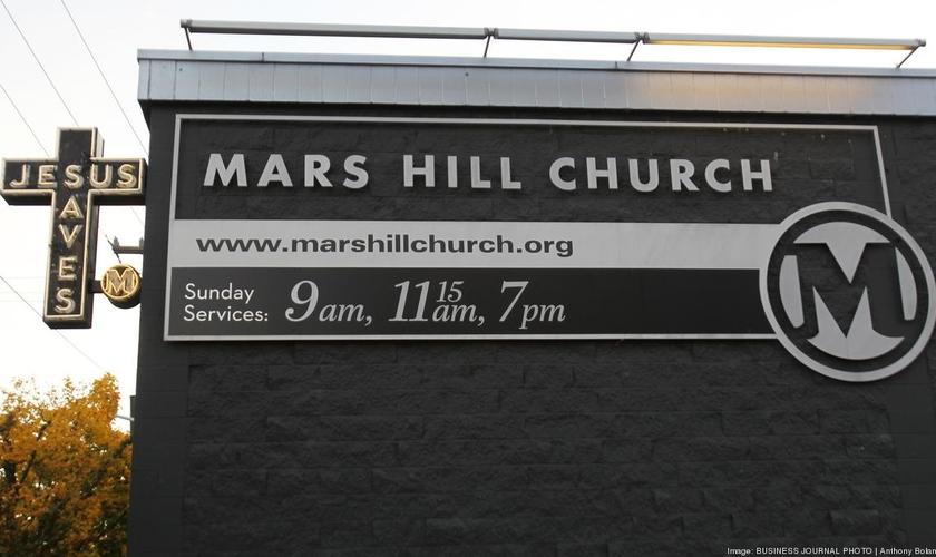 O imóvel chamado de Ballard Blocks acomoda mais de 1.000 pessoas sentadas e, ao que tudo indica, continuará a ser usado como local para a realização de cultos.