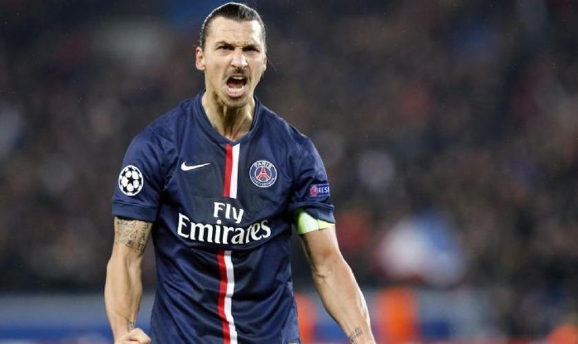Zlatan Ibrahimovic é um dos jogadores mais bem pagos do mundo, com um salário de cerca de 16 milhões de euros por ano.