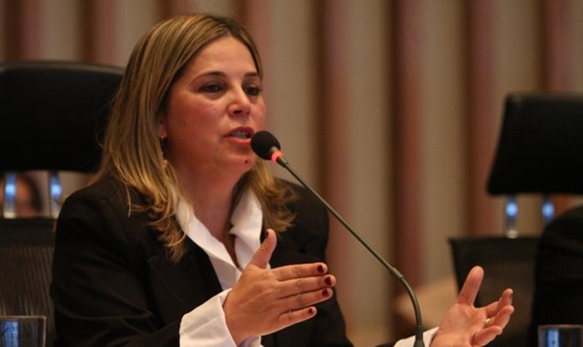 Marisa Lobo é psicóloga cristã, especializada em Direitos Humanos e tem militado em favor dos direitos da família, posicionando-se contra o aborto e a legalização de drogas.