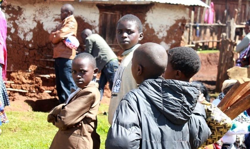 """Crianças como Tom Gowon """"suportam"""" o peso da fúria do Boko Haram, considerando que seus combatentes seqüestraram mais de 200 estudantes no ano passado."""