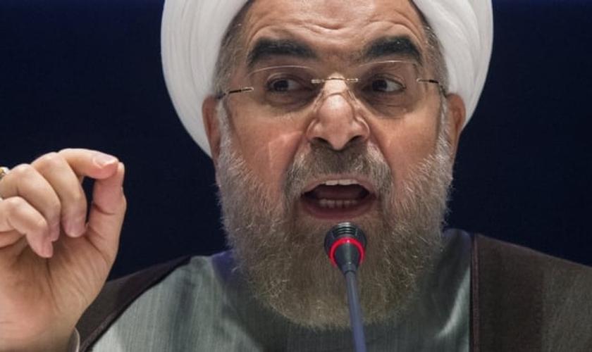é um clérigo, político, diplomata e académico iraniano e tem presidido o seu país desde 2013