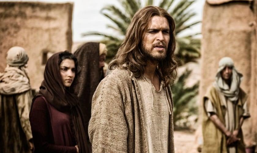 """Diogo Morgando interpretando Jesus, em """"A Bíblia"""". (Reprodução/ History)"""
