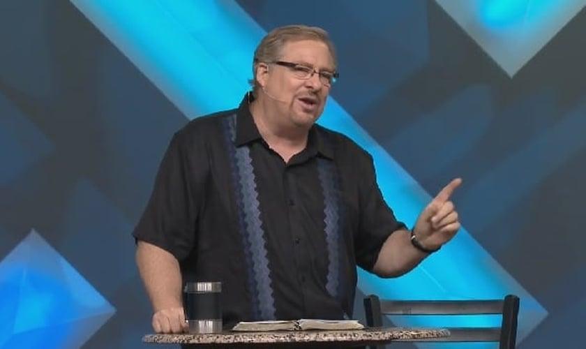 Rick Warren lidera a Igreja de Saddleback, na Califórnia (EUA). A denominação tem atualmente 20.000 membros espalhados pelos Estados unidos.