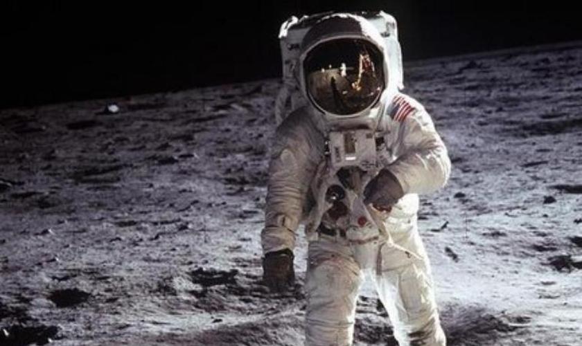 """""""Torah On The Moon (TOTM)"""" se destina a levar à lua um rolo da Bíblia Hebraica."""