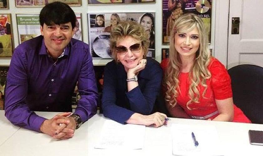 Da esquerda para a direita: Pr. Alexandre Silva, Yvelise de Oliveira e Elaine de Jesus.