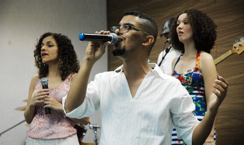 Gênesis Guimarães, idealizador do grupo Saviur'Songs.