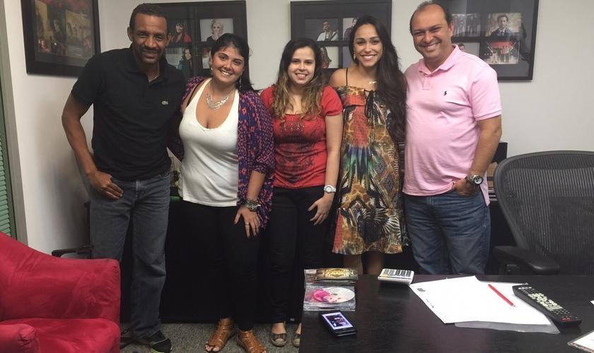 Mariana Ava esteve em reunião com a equipe da Sony Music, para traçar estratégias de divulgação do novo CD.