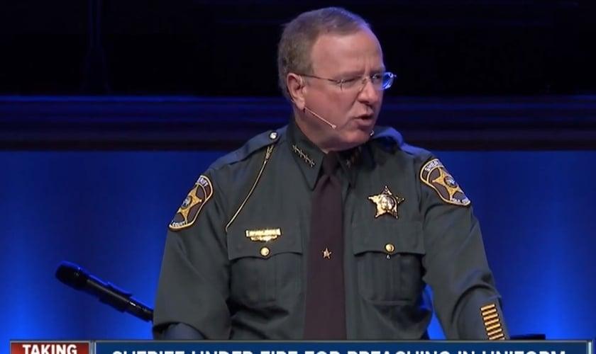 Grady Judd é xerife da polícia na Flórida (EUA), cristão e se orgulha de pregar em igrejas e em qualquer outro lugar, usando o seu uniforme.