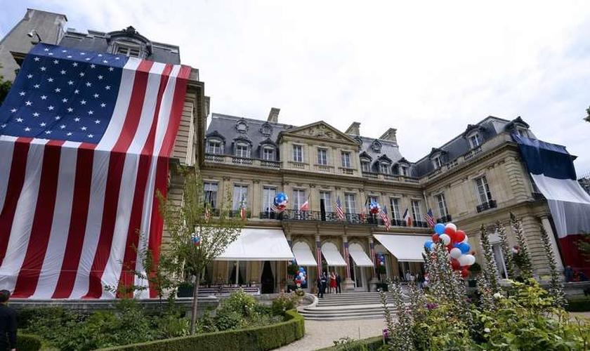 Residência do embaixador dos EUA na França recebeu decoração especial para o Dia da Independência em 2014