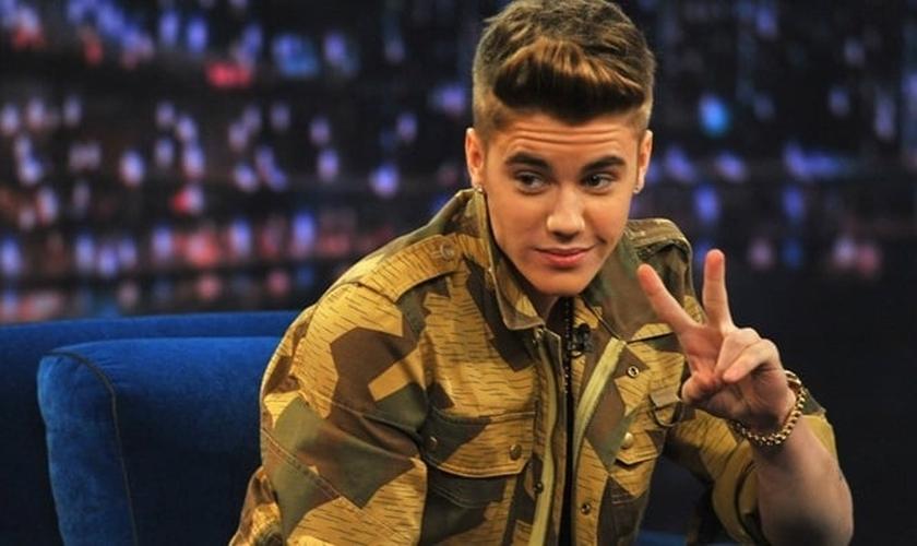 Justin Bieber ganhou destaque na música pop secular dos últimos anos e tem buscado se desfazer da fama de 'bad boy'.