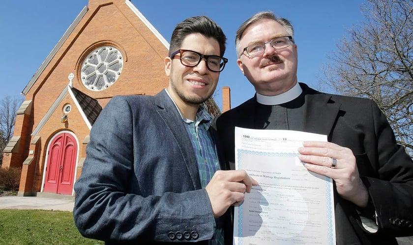 Igreja Episcopal dos Estados Unidos aprovou cerimônias de casamento gay. (NBC New York)