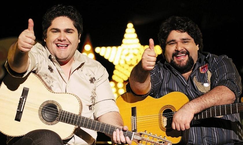 A parceria foi ideia de Valadão, amigo da dupla que também é evangélica.