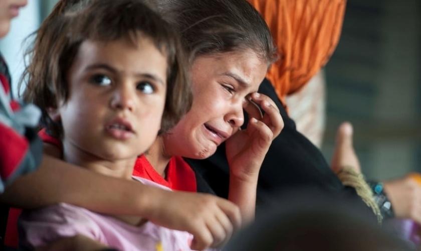 Crianças em meio à clima de guerra gerado pelo terrorismo islâmico. (Foto: Reuters)