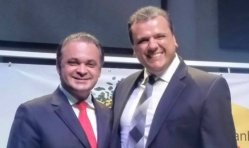 Roberto de Lucena e o pastor Rafael Borges, líder da Igreja Batista das Amoreiras, em Campinas. (Foto: Arquivo pessoal)