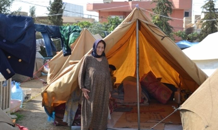 Refugiados estão vivendo em condições incrivelmente restritas, com várias famílias, muitas vezes compartilhando espaços minúsculos.