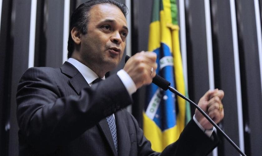 O pastor e deputado federal Roberto de Lucena é autor do projeto de Lei que combate o trabalho escravo. (Foto: Divulgação)