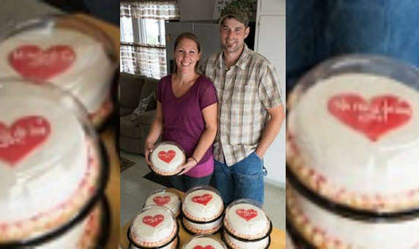 Melissa e Aaron Klein decidiram enviar bolos a 10 organizações LGBT dos Estados Unidos. (Foto: Charisma News)