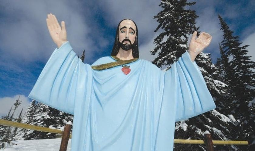 Estátua se localiza no alto de uma montanha, no estado de Montana, ao norte dos Estados Unidos (EUA).