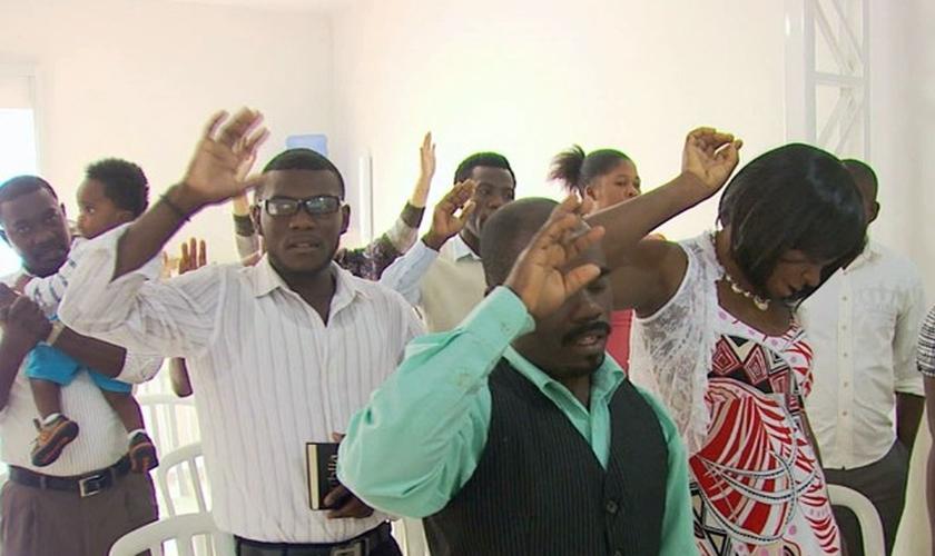 Atualmente, cerca de 45 haitianos vivem no município de Andradas (MG). (Imagem: EPTV / Repdrodução)