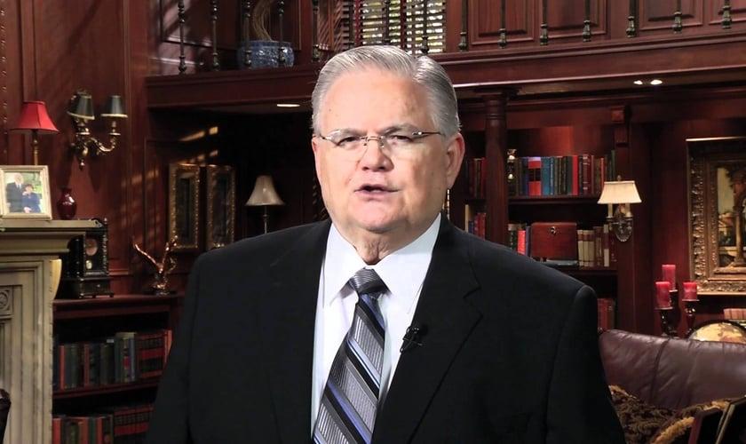 John Hagee é pastor, escritor e lidera a igreja Cornerstone, em San Antonio (Texas / EUA).