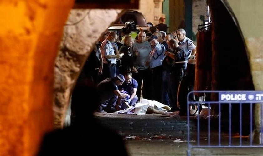 Polícia investiga assassinatos na Cidade Velha de Jerusalém. (Foto: Ahmad Gharabli/AFP)