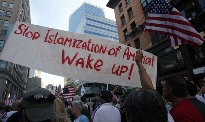 Manifestação protesta  contra a 'islamização dos Estados Unidos'.
