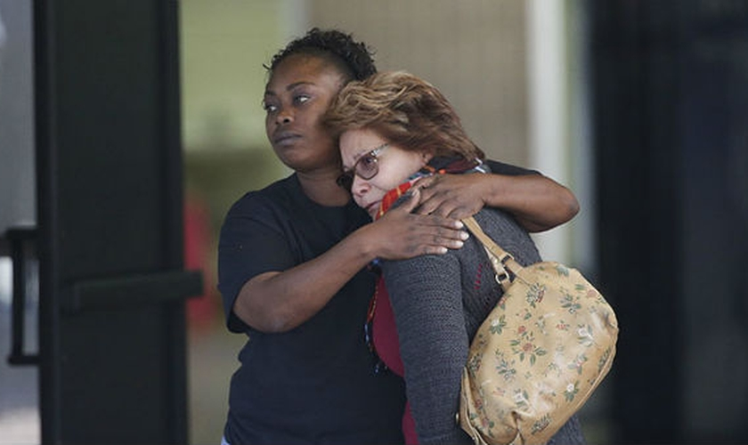 Capelães estão prestando assistência emocional e espiritual às vítimas do tiroteio. (Foto: BGEA)