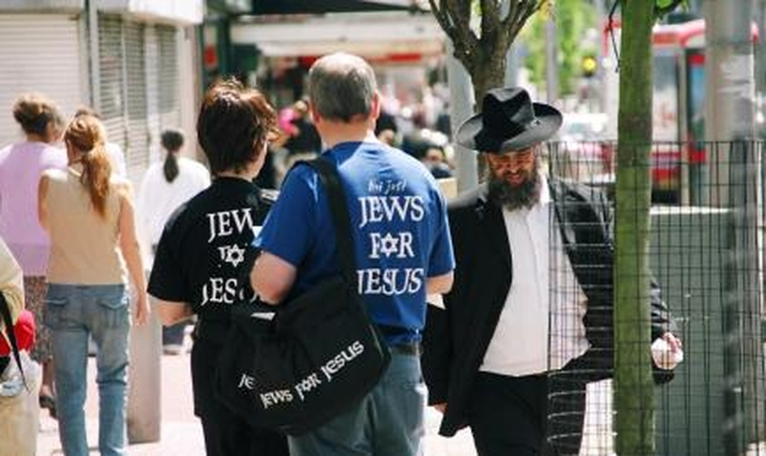 Organização Jews For Jesus (Judeus Por Jesus) durante evangelismo. (Foto: Jewdas)