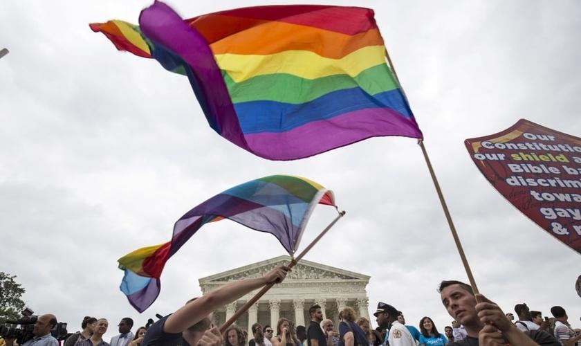 Manifestação a favor da oficialização do casamento gay nos Estados Unidos. (Foto: Reuters)