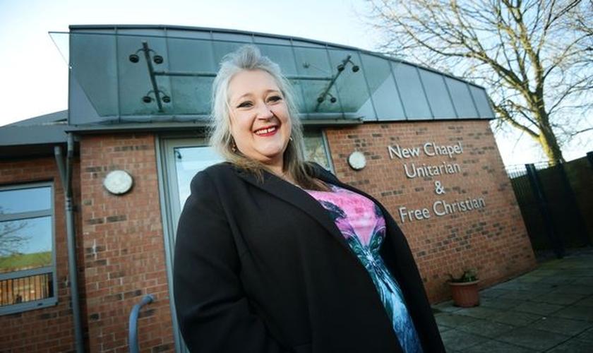 Jean Clements, líder de louvor da igreja New Chapel Unitarian and Free Christian. (Foto: Dominic Salter)
