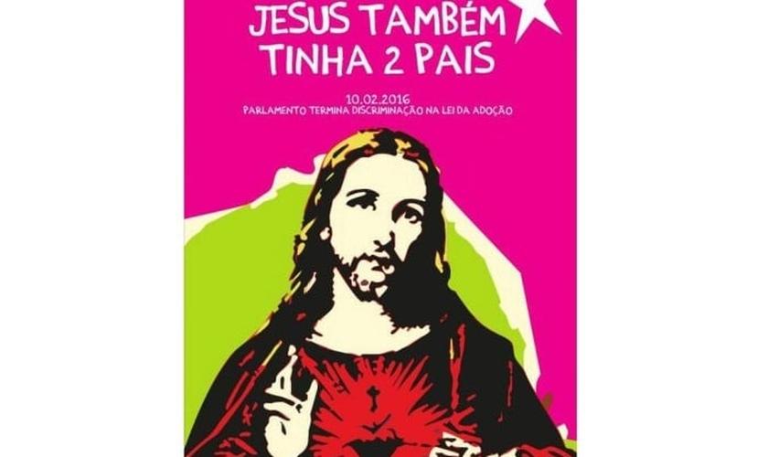 """O cartaz, distribuído pelo partido Bloco de Esquerda, traz a frase: """"Jesus também tinha 2 pais"""", com a imagem de Cristo abaixo. (Foto: Twitter/Bloco de Esquerda)"""