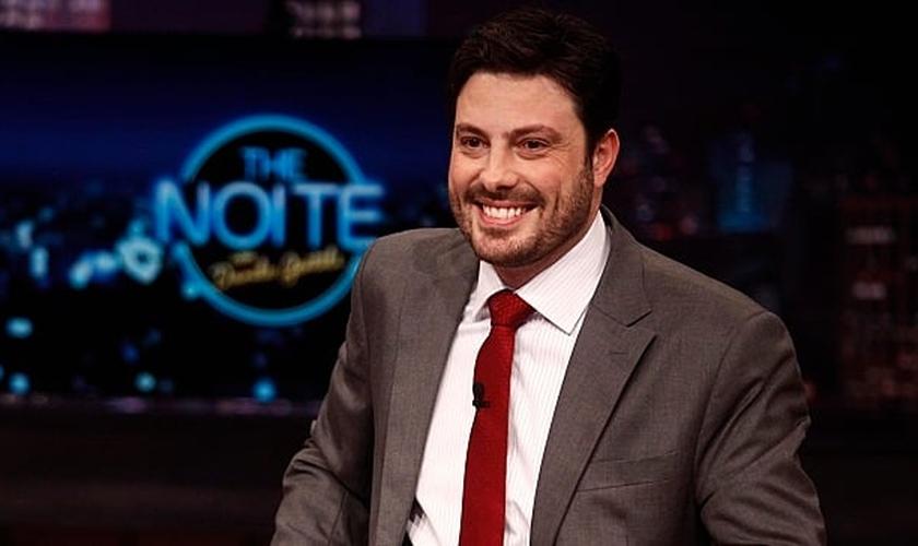 """Comediante Danilo Gentili no cenário do talk show """"The Noite"""". (Foto: Roberto Nemanis/SBT)"""