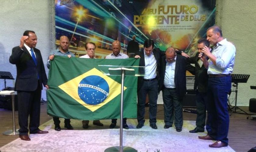 Pastores da Grande São Paulo em momento de oração pelo Brasil (Foto: Reprodução/TV Berno)