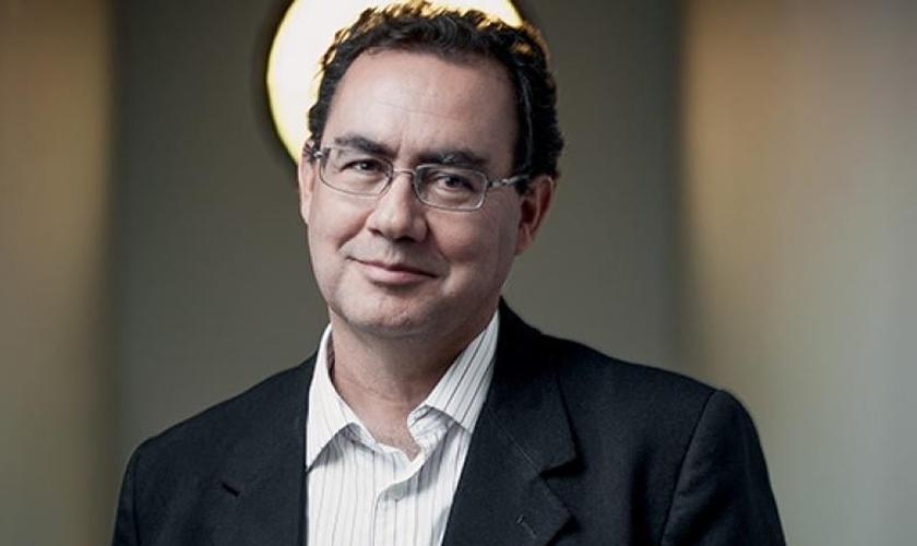 O médico, psiquiatra e escritor Augusto Cury deixou de ser ateu ao estudar sobre as características de Cristo. (Foto: Patrícia Zaidan)