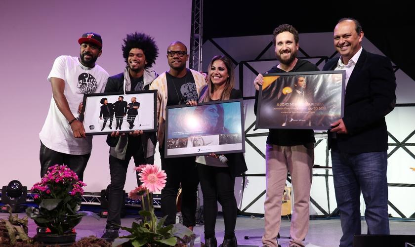 Cantores foram reconhecidos e premiados pela Sony diante do alcance nas redes socias. (Foto: Guiame/ Marcos Paulo Corrêa)